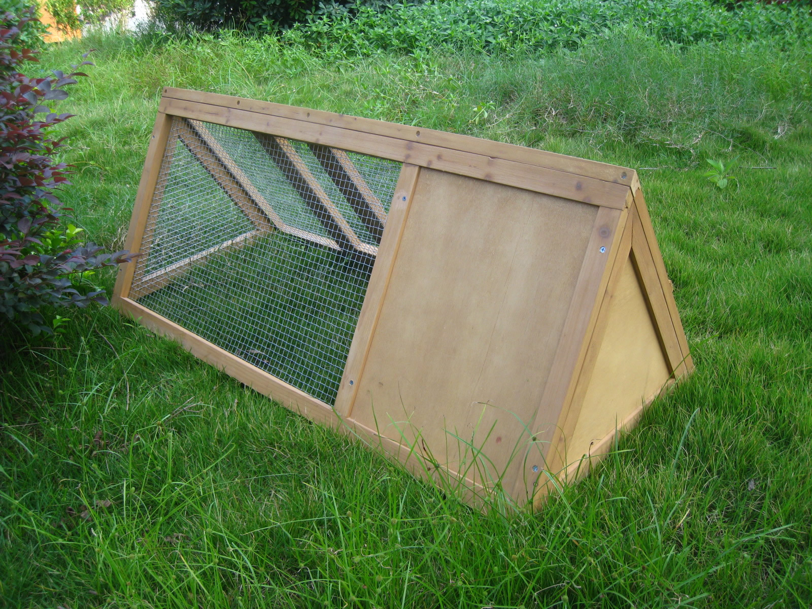 Outdoor wooden rabbit hutch triangle pet cage run guinea for Outdoor guinea pig cage